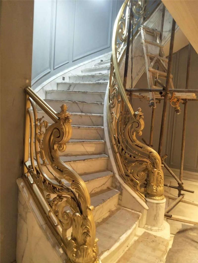 现代人别墅装修为什么喜欢选择铜楼梯呢